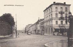 """De Plantin & Moretuslei, vanaf het Stadspark, rechts café du Parc. Een tram van de latere """"lijn 9"""" komt aangereden."""