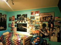 This is actually what i want my room to look like mostly. Indie Room Decor, Cool Rooms, My Room, Fitness Inspiration, Photo Wall, Bedroom Inspiration, Bedroom Ideas, Cool Stuff, Frame
