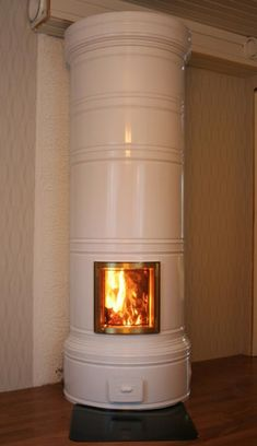 Pohjanmaan tiilirakenne pönttöuuni Decor, Wood, Wood Stove, Home Decor, Home Appliances, Fireplace