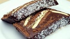 No-Bake Cocoa Biscuit Cake Recipe – About Sweets Köstliche Desserts, Sweets Recipes, Delicious Desserts, Cake Recipes, Cooking Recipes, Yummy Food, Coconut Hot Chocolate, Homemade Chocolate, Chocolate Recipes