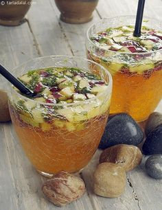 Fruits Orange and Ginger Punch recipe, Vegetarian Recipes Orange and Ginger-Ale PunchOrange and Ginger-Ale Punch Fruit Drinks, Healthy Drinks, Beverages, Eating Healthy, Healthy Snacks, Clean Eating, Indian Food Recipes, Vegetarian Recipes, Cooking Recipes