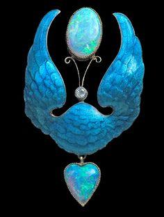 Superb Winged Heart Brooch in the Pre-Raphaelite style. Gold, Silver, Enamel…