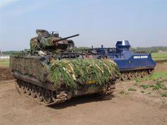 0012 YPR 765  infantry fighting vehicle und YPR 765 Koninklijke Marechaussee