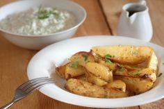 Les meilleures patates grecques maison! Parmesan Potatoes, Roasted Potatoes, Potato Vegetable, Vegetable Recipes, Greek Dishes, Side Dishes, Mediterranean Recipes, Couscous, Potato Salad