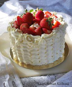 Kääpiölinnan köökissä: Pikkuinen mansikkakakku eskariväen iloksi ♥ Cheesecake, Baking, Desserts, Cakes, Food, Cheesecake Cake, Bread Making, Tailgate Desserts, Deserts