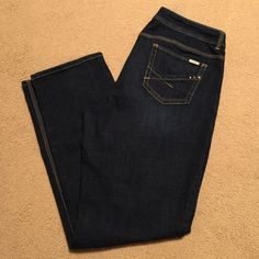 Chicos So Slimming Jeans- Sz 2.5 Gorgeous jeans with just enough stretch. Chico's size 2.5, which is more like a 14/16. Straight leg dark denim. Chico's Jeans Straight Leg