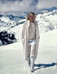 Even if your not in Aspen or Zermatt to ski, style still matters. Skip the ski store, and choose from our Ski Wear Style Edit for the best outfit pieces t Snow Fashion, Winter Fashion, Fashion Looks, Mode Au Ski, Apres Ski Party, Apres Ski Outfits, Snow Outfit, Ski Wear, Cooler Look