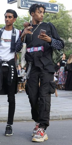 👀 from around the worldvories Korean Fashion Summer, Korean Fashion Trends, Streetwear Summer, Fashion Silhouette, Mens Fashion Week, Men Looks, Bernie Sanders, Menswear, Men Casual
