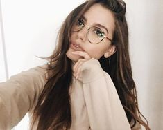Hi babes! So happy you loved my school outfit ideas video…But now, it's fall time YAY! Leave your video requests below ? Hi babes! So happy you loved my school outfit ideas video…But now, it's fall time YAY! Leave your video requests below ? Glasses Outfit, Cute Glasses, New Glasses, Girls With Glasses, Glasses Frames, Hipster Glasses, Cindy Kimberly Outfits, Lunette Style, Hi Babe