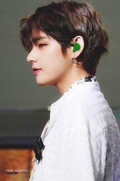 """""""taehyung's hair tucked in his ear — a thread"""" Jimin, Bts Bangtan Boy, Daegu, V Taehyung, Foto Bts, Taekook, Hoseok, Namjoon, Seoul"""