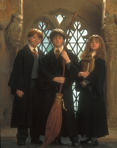 """The """"Golden Trio"""" - Rupert Grint as Ron Weasley, Daniel Radcliffe as Harry Potter and Emma Watson as Hermione Granger. - HP & The Philosopher s Stone (the beginning) Harry Potter Tumblr, Harry James Potter, Estilo Harry Potter, Arte Do Harry Potter, Harry Potter Pictures, Harry Potter Characters, Harry Potter World, Harry Potter Hogwarts, Harry And Hermione"""