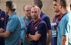ATS04.  Belén (---), 03/08/2013.- Andres Iniesta (C) del FC Barcelona asiste a un evento en la sede presidencial palestina de Belén, Cisjordania, 03 de agosto de 2013, durante el FC Barcelona