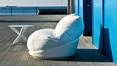 Serralunga (hug chair) @ glottman anteprima arrives in various colors and three sizes for indoor and outdoor environments. Outdoor Seating, Outdoor Sofa, Outdoor Furniture, Outdoor Decor, Sofa Design, Furniture Design, Contemporary Furniture, Contemporary Design, Living Divani