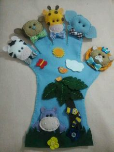 hand glove puppets ideas five different animals one on each finger felt sewing craft Más Glove Puppets, Felt Puppets, Felt Finger Puppets, Hand Puppets, Craft Stick Crafts, Felt Crafts, Diy And Crafts, Crafts For Kids, Sewing Crafts
