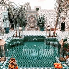 🐫guys I just booked a holiday to Marrakech! Is there any must sees/ outfit ideas!