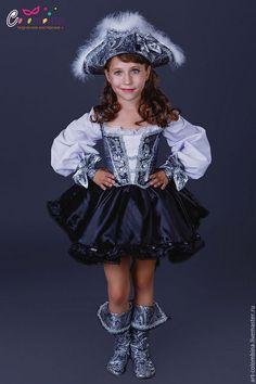 Купить или заказать Костюм пиратки в интернет-магазине на Ярмарке Мастеров. карнавальный костюм пиратки для девочки комплектация: платье, шляпа, манжеты сапоги продаются отдельно 134-146+300…