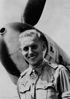 ✠ Erich Hartmann (April 19th, 1922 - September 20th, 1993) RK 29.10.1943 Leutnant Flugzeugführer i. d. 7./JG 52 [Staffelkapitän 9./JG 52 since 02.09.1943] 02.03.1944 [420. EL] Leutnant Staffelkapitän 9./JG 52 02.07.1944 [75. Sw] Oberleutnant Staffelkapitän 9./JG 52 25.08.1944 [18. Br] Oberleutnant Staffelkapitän 9./JG 52