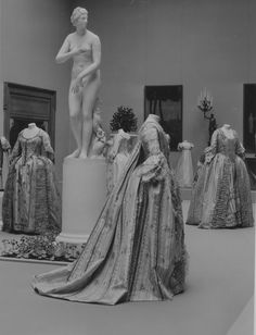 """The Metropolitan Museum of Art, Wing D, Gallery 6: """"Costumes, 1750-1850,"""" (May 10-June 19, 1932). Photographed in 1932."""