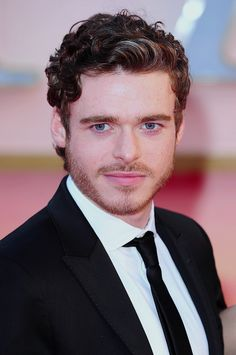 Richard Madden, aka Rob Stark from Game Of Thrones. Totally making me change my mind about guys with scruff! <3