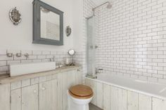 A vintage and Scandinavian apartment in London Basement Inspiration, Bad Inspiration, Bathroom Inspiration, Belfast Sink Bathroom, Rental Apartments, Vacation Apartments, Magazine Deco, Italian Interior Design, Scandinavian Apartment