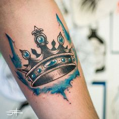 Tatuagem de Coroa | Aquarela King Crown Tattoo, Crown Tattoo Design, Queen Tattoo, King Tattoos, Body Art Tattoos, New Tattoos, Sleeve Tattoos, Tattoos For Guys, Crown Tattoos
