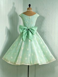 lovely vintage dress.  I can make this