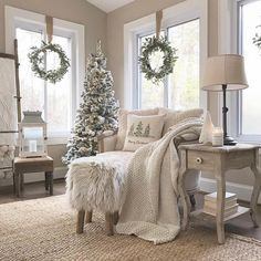 Wreaths in the window with neutral Christmas decor - Christmas - . - Wreaths in the window with neutral Christmas decor – Christmas – # wreaths # - Christmas Interiors, Christmas Bedroom, Farmhouse Christmas Decor, Rustic Christmas, Christmas Home, Apartment Christmas, Natural Christmas, Christmas Design, Simple Christmas