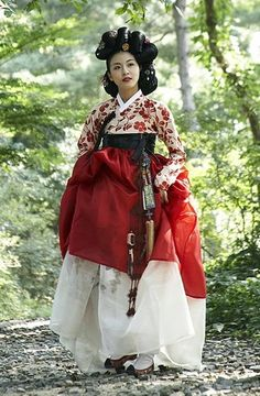 Munseong maybe? If not, perhaps her elder sister Munjeong (concubine of King Taejo of Goryeo)