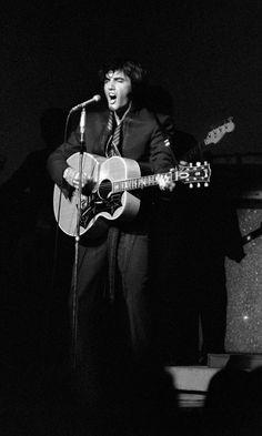 """Elvis Presley - photo by Terry O""""Neill"""