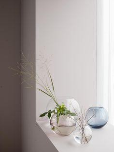 Runda vaser i tunt glas från kollektionen Hemtex edited by Plaza Interiör.