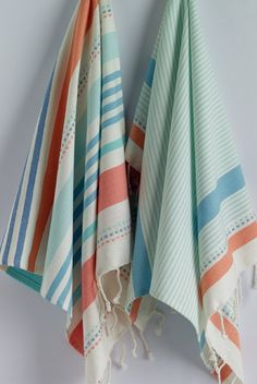 A short and practical guide on how to buy accessories for your bathroom Bathroom Sink Design, Bathroom Ideas, Bathroom Furniture, Best Bath Towels, Hand Towels, Bathroom Rugs And Mats, Turkish Pattern, Bath Linens, Turkish Towels