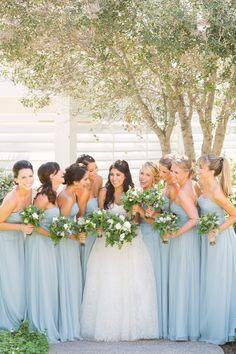 Damas con vestidos de color. Azul. #BodasDeAzul
