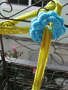 Tw-In Stitches: The Flower chain Scarf... Free pattern!