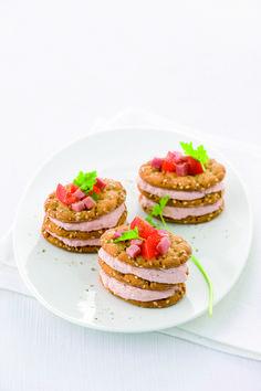 Un antipasto semplice ma d'effetto? Scopri la ricetta delle torrette di prosciutto di Sale&Pepe.