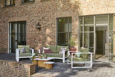 De Savona loungeset behoort tot de nieuwe serie van Suns voor komend seizoen! Deze strakke loungeset bestaat uit een 2- zits lounge bank, 3- zits loungebank en 2 salontafels in verschillende maten.