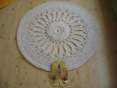 """I used the first 9 rounds of the """"Nell"""" pattern by Patricia Kristoffersen. The rug measures 95 cm in diameter. Hook: 10 mm, material: 400 meters of cotton twine, 5 mm thick."""