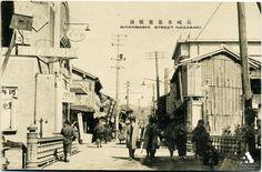 長崎県思案橋通 Source: http://www.tobunken-archives.jp/DigitalArchives/record/359DD507-DF40-DBE7-E417-2735D30F8981.html?lang=ja
