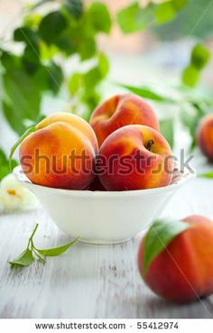 stock photo : Bowl of fresh peaches on the table