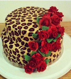 red roses on leopard print cake - Kuchen und Gebäck, Sweet , شٻرٻنى و کٻک - Pretty Cakes, Cute Cakes, Beautiful Cakes, Amazing Cakes, Cheetah Cakes, Leopard Cake, Leopard Party, Leopard Print Cakes, Leopard Wedding