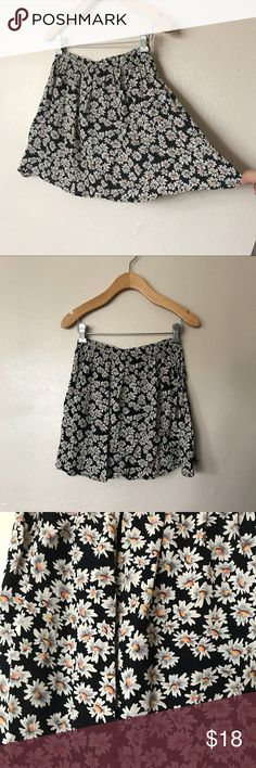 Brandy Melville daisy print skirt New without tags size. one size Brandy Melville Skirts Mini
