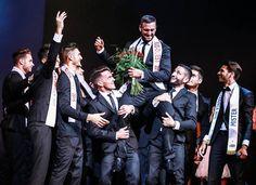 Mister France sud-ouest nouvellement élu, et porté par les autres candidats. #MisterFrance #homme #sexy #élection #mode #champion