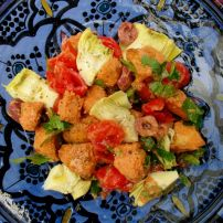 Popular throughout the Middle East, this bread salad or Fattoush is both tasty and filling. Healthy Sides, Healthy Salads, Moroccan Bread, Malay Food, Bread Salad, Stew, Salad Recipes, Tasty, Meals