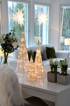 32 Elegant Christmas Table Centerpieces To Your Holiday Decor ~ Top Design Christmas Mood, Elegant Christmas, Noel Christmas, Modern Christmas, Rustic Christmas, Beautiful Christmas, Simple Christmas, Christmas Crafts, Holiday Ornaments
