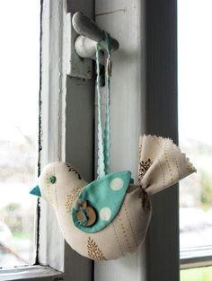 55 Ideas Sewing Fashion Diy Christmas Gifts For 2019 Bird Crafts, Felt Crafts, Fabric Crafts, Sewing Crafts, Sewing Projects, Deco Boheme, Bird Ornaments, Felt Birds, Fabric Birds
