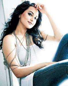 Sonakshi Sinha @sonakshisinha