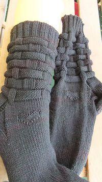 Flechtmuster pattern by - Mustercharts ergänzt, so dass Varianten für Maschenzahlen teilbar durch von 48 bis 72 Maschen - Knitting Charts, Knitting Socks, Knitting Patterns, Old Fashioned Cherries, Woven Wrap, Mittens Pattern, Patterned Socks, Knitting For Beginners, Zapatos