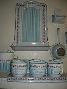 sweet enamelware set  ...   I have one in green enamel   I'd never seen another one