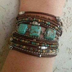 pulseras-de-moda-cuero-marrón-piedras-preciosas-elementos-de-metal
