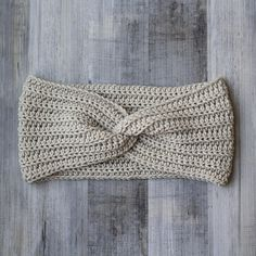 This pattern is part of the Fall 2017 Malia CAL (Crochet-Along). To view the other patterns in this collection (including a beanie, slouch, and buttoned . Easy Crochet Projects, Crochet Patterns For Beginners, Knitting Patterns, Loom Knitting, Crochet Ideas, Knitting Tutorials, Knitting Machine, Crochet Designs, Free Knitting