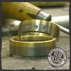 titanium gouden trouwringen gezet met briljant.